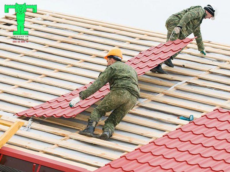 Sử dụng đinh mai cố định diềm mái và mái hắt vào mái nhà