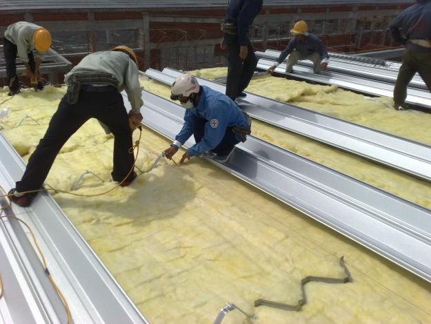 Ứng dụng bông thủy tinh cách nhiệt cho mái nhà