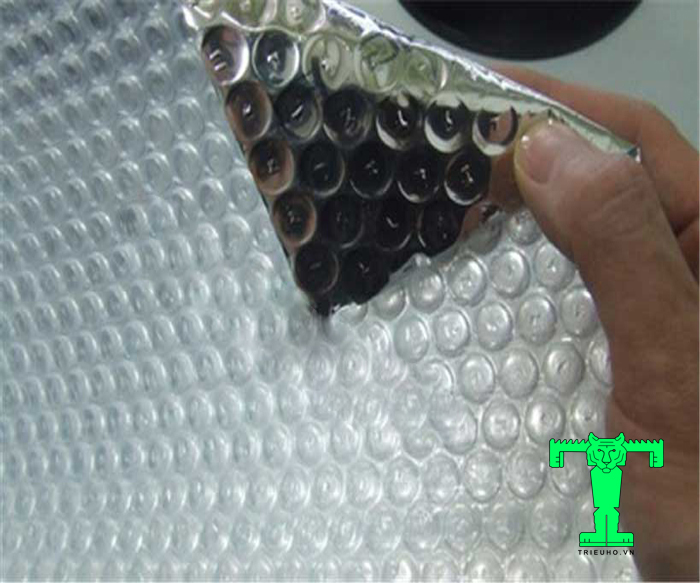 Tấm cách nhiệt Cát Tường là tấm cách nhiệt có cấu tạo 1 hoặc nhiều lớp nhôm nguyên chất, kèm theo 1 hoặc 2 lớp túi khí bằng nhựa tổng hợp