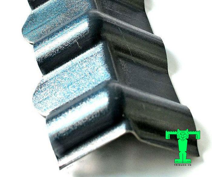 Phụ kiện tôn nhựa PVC đầu hồi giúp nước không bị tạt vào trong công trình khi mưa to gió lớn