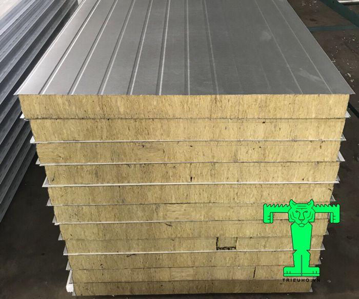 Tấm Panel lò sấy chống cháy có cấu tạo 3 lớp khá dày và đặc biệt