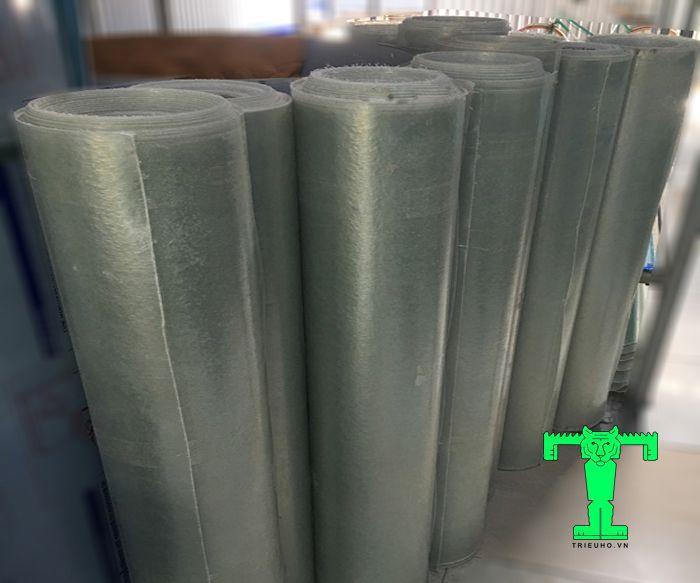 Tôn lấy sáng Composite được làm từ chất liệu nhựa PolyEste kết hợp với sợi thủy tinh Composite.