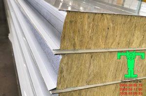Tấm Panel cách nhiệt cấu tạo 3 lớp: tôn + vật liệu cách nhiệt + tôn