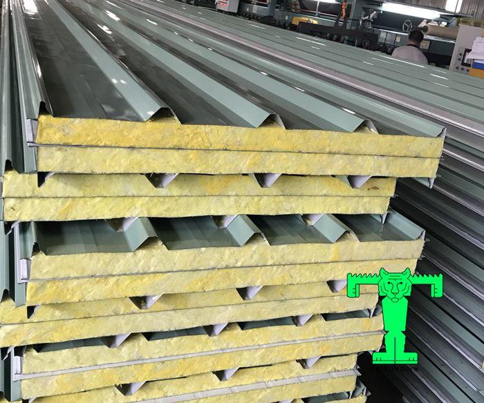 Tôn cách nhiệt Glasswool có ưu điểm nổi bật là có thời gian không dẫn cháy và chống cháy CAO.
