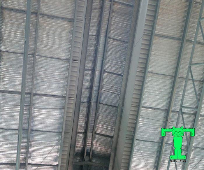 Cách lợp tấm xốp PE OPP cho nhà xưởng chuẩn kỹ thuật là các tấm xốp sau khi lợp phải căng, không bị trùng