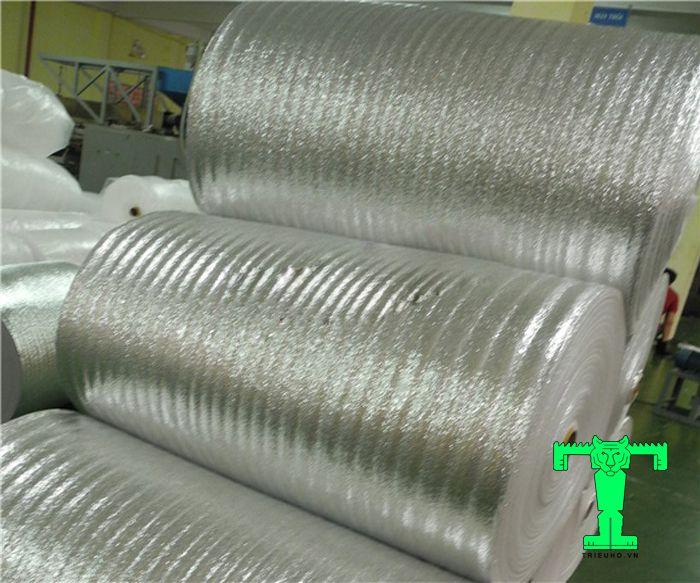 Mút xốp cách nhiệt PE OPP được tạo thành bởi 1 hay nhiều lớp mút xốp PE Foam dán màng OPP đã qua xử lý chống oxy hoá.