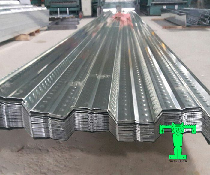 Tôn sàn deck có nhiều ưu điểm nổi bật giúp tiết kiệm chi phí và thời gian cho công trình