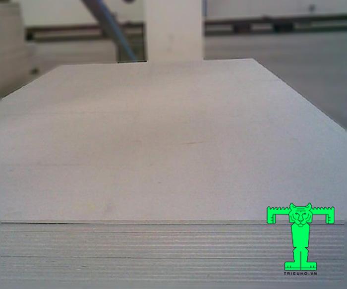Tấm Cemboard là tên gọi dành cho vật liệu nhẹ, dạng tấm, siêu bền, siêu chắc, thi công nhanh
